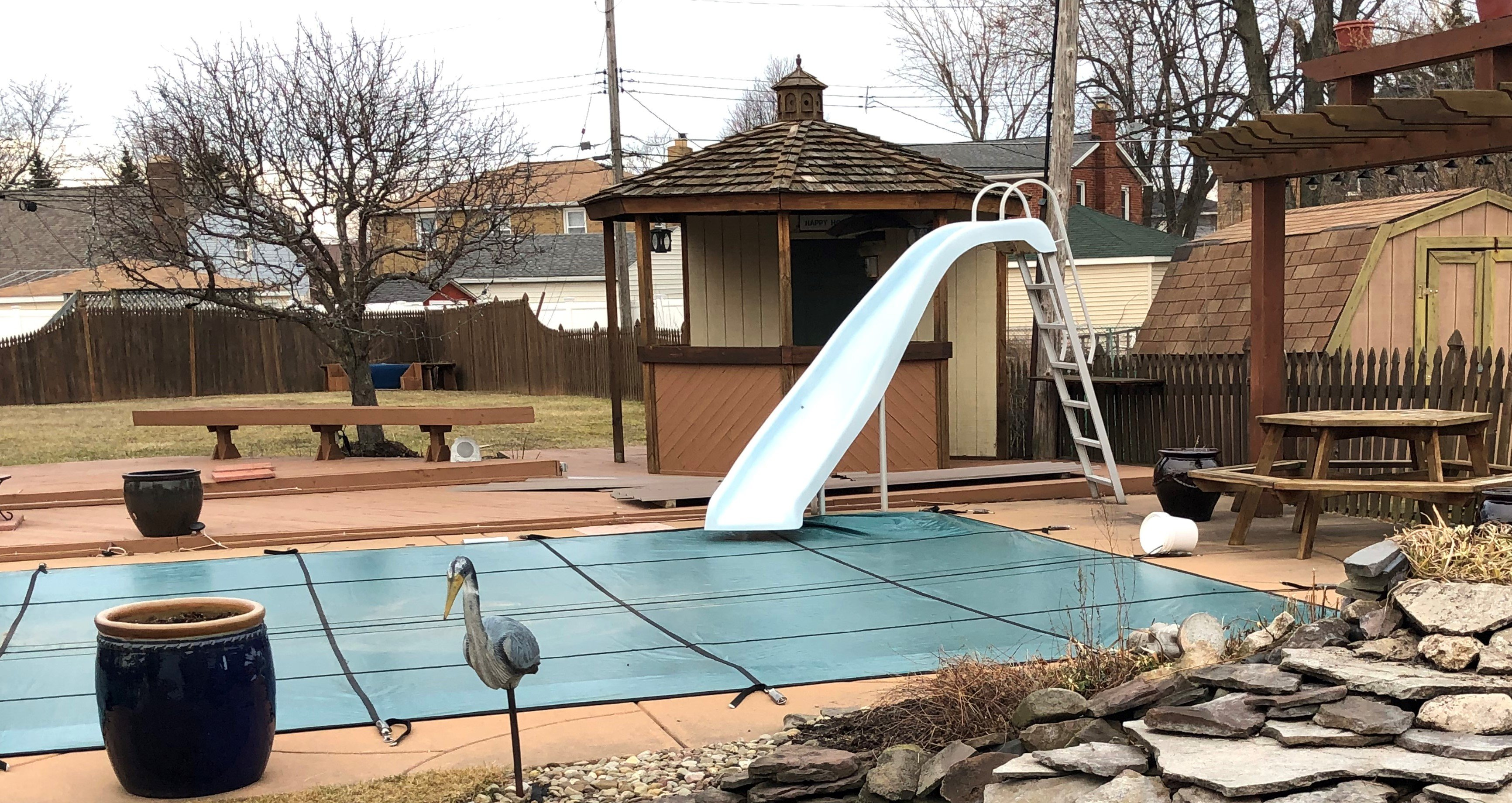Solid versus Mesh Swimming Pool Safety Covers
