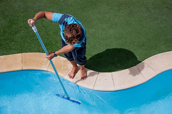 How to maintain your saltwater swimming pool
