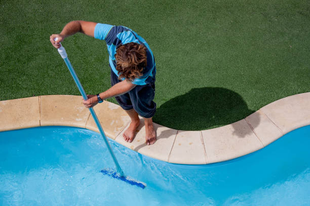 How to Maintain a Saltwater Swimming Pool