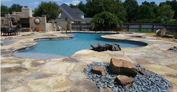 Vinyl Pools vs. Fiberglass Pools vs. Concrete Pools