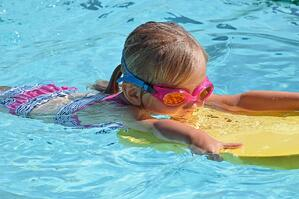 young-swimmer-2494906_1280